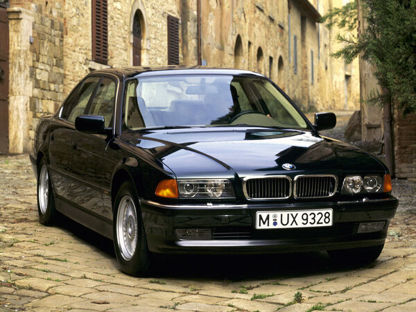 Стекло фары BMW 7 E38 (до 1998)