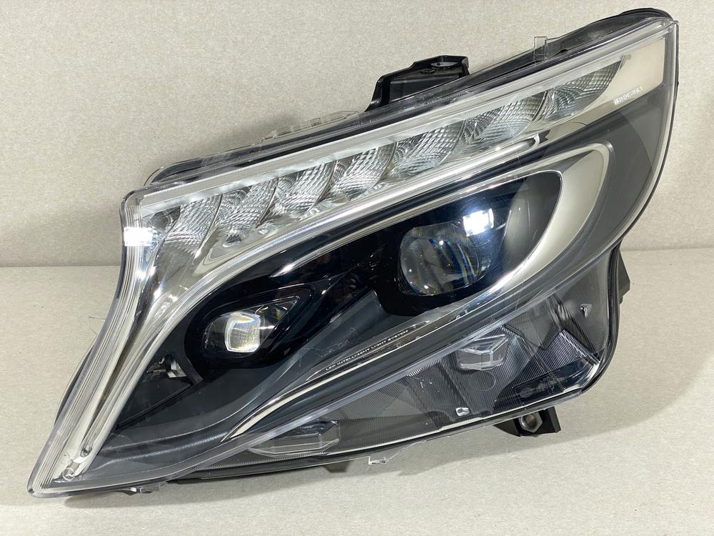 Стекло фары Mercedes-Benz W447