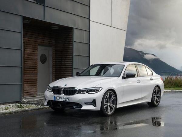 Стекло фары BMW G20-28